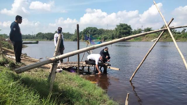 Berubah Warna, Air Sungai Bengawan Solo di Bojonegoro Diduga Tercemar (123360)