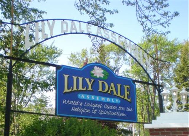 Lily Dale, Kota di New York yang Seluruh Penghuninya Bisa Bicara dengan Hantu (46831)