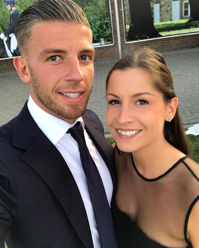 5 Bidadari Cantik Pasangan Bintang Timnas Belgia di Euro 2020 (308897)