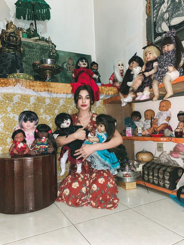 5 Selebriti yang Hobi Mengoleksi Boneka, Ada yang Bentuknya Menyeramkan (845)