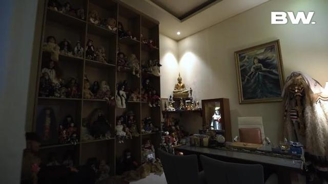 5 Selebriti yang Hobi Mengoleksi Boneka, Ada yang Bentuknya Menyeramkan (842)