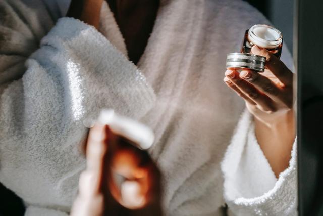 Urutan Skincare Pagi yang Benar, Pakai 5 Produk Ini! (11912)