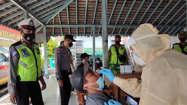 Pemkot Solo Larang Pedagang Tidak Resmi di Alun-alun Utara Solo (40570)