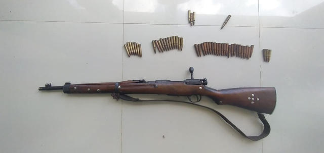 Warga Sorong Selatan Serahkan Senjata Mauser M 59 Bersama 69 Amunisi (26398)