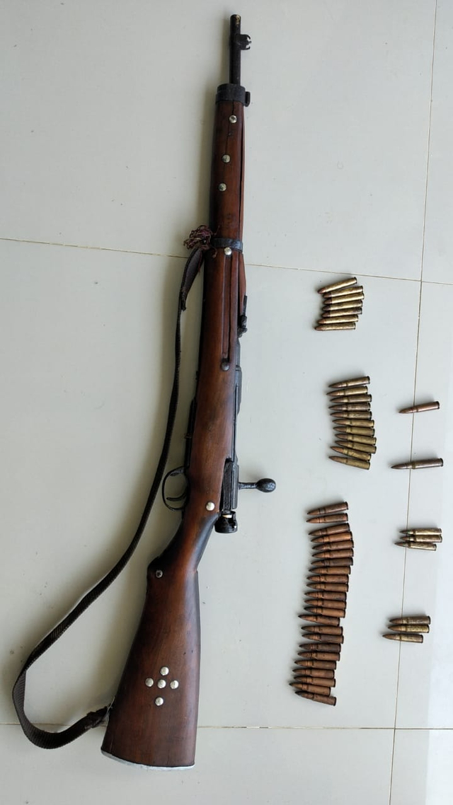 Warga Sorong Selatan Serahkan Senjata Mauser M 59 Bersama 69 Amunisi (26399)