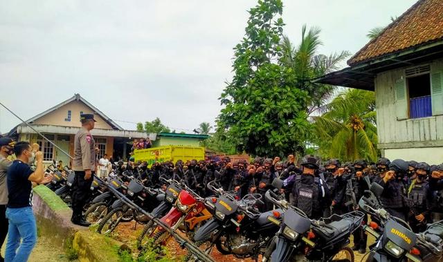 Ratusan Polisi Gerebek 'Sarang Penyamun' di Muratara, Sumsel (864096)