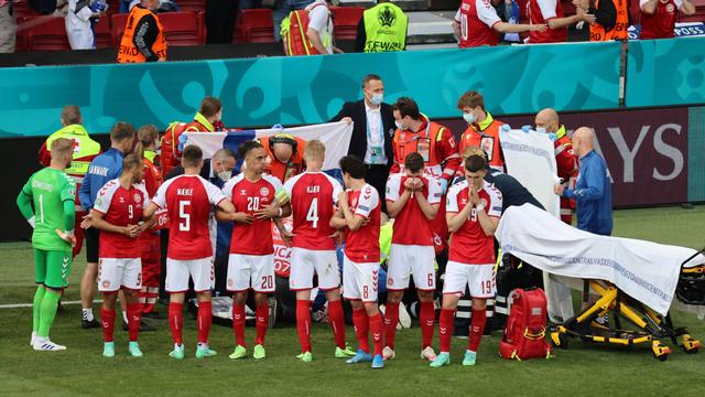 Ini Reaksi Skuad Italia saat Lihat Christian Eriksen Kolaps di Atas Lapangan (276424)