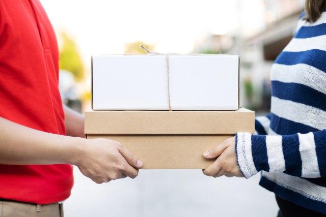 Kurir Curhat Dipecat Gegara Titip Paket ke Tetangga, Tuai Perdebatan Publik (112141)
