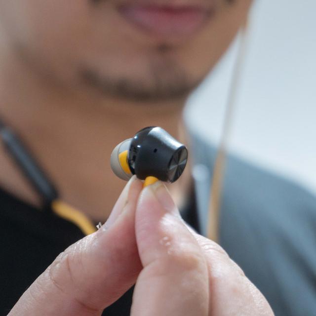 Review realme Buds Q2 dan Wireless 2 Neo: Bass Kencang, Super Fleksibel (320414)