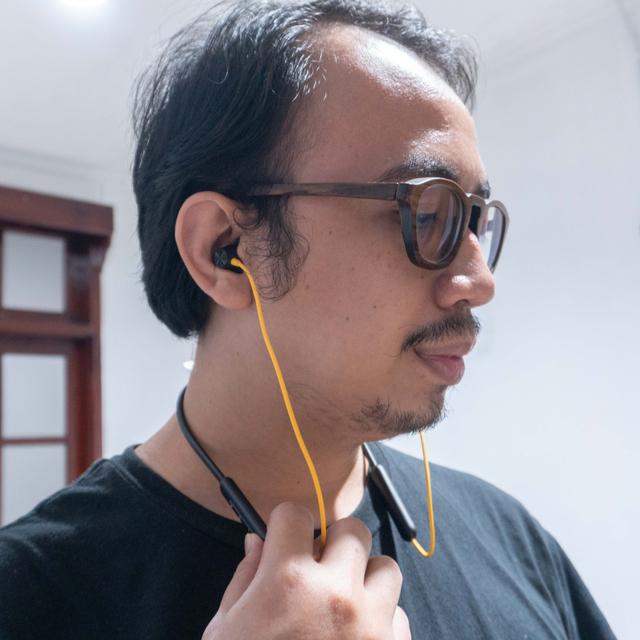 Review realme Buds Q2 dan Wireless 2 Neo: Bass Kencang, Super Fleksibel (320413)