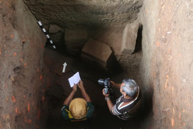 Foto: Penemuan Gentong Batu Peninggalan Kerajaan Kadiri (329477)