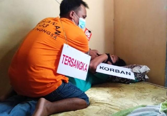 Rekonstruksi Pembunuhan Istri di Nongsa, Andre Tak Canggung Peragakan 23 Adegan (431872)