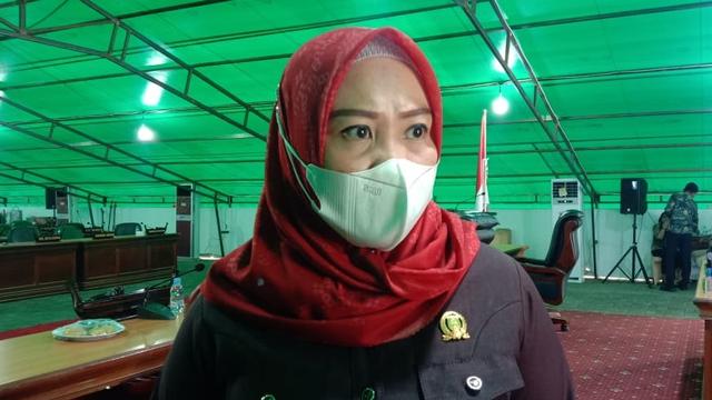Ketua DPRD Sulbar Minta Pelabuhan Simboro Mamuju Segera Dibenahi (381113)