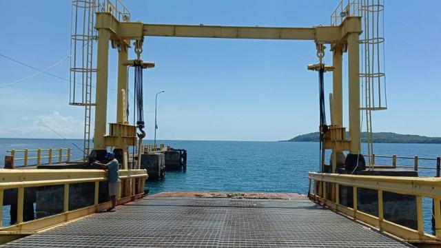 Ketua DPRD Sulbar Minta Pelabuhan Simboro Mamuju Segera Dibenahi (381114)