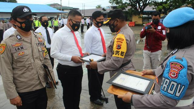 Polisi Berprestasi di Biak Terima Penghargaan  (225514)