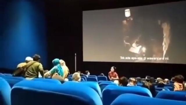 Ngeri, Penonton Kesurupan saat Menyaksikan Film Conjuring 3 di Bioskop (365392)