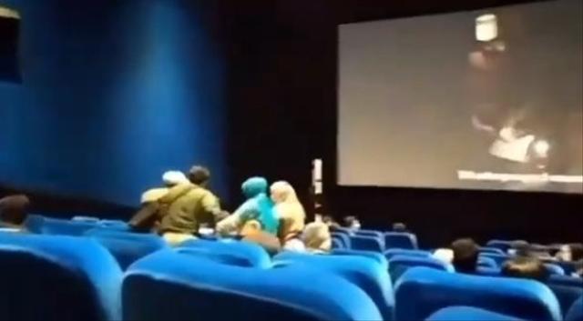 Ngeri, Penonton Kesurupan saat Menyaksikan Film Conjuring 3 di Bioskop (365393)