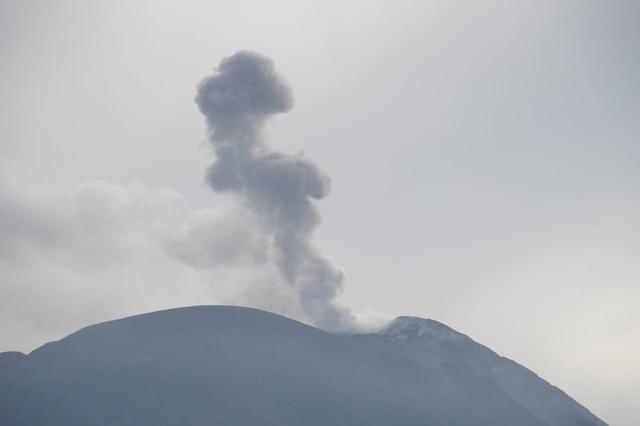 Gunung Ile Lewotolok Lembata Erupsi Lagi, Tinggi Kolom Abu 1.000 Meter (171702)