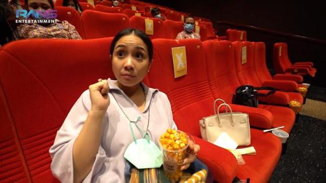 Nagita Slavina Ngidam Nonton di Bioskop, Sewa Satu Studio dan Ajak para Karyawan (153802)