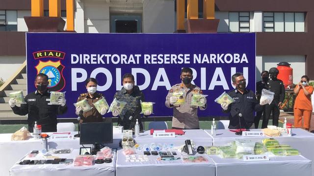Di Pekanbaru, Jual Narkoba Usung Konsep Drive Thru dan Penjual Pakai Topeng (323134)
