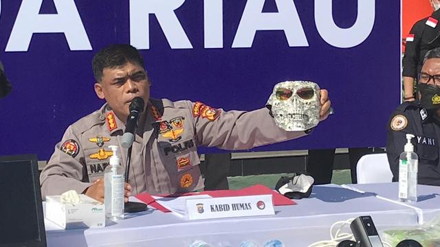 Di Pekanbaru, Jual Narkoba Usung Konsep Drive Thru dan Penjual Pakai Topeng (323135)