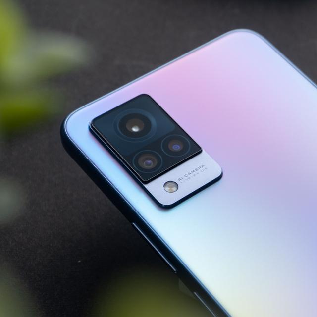 Review Vivo V21 5G: HP Tipis Tak Hanya Jago di Kamera (568664)