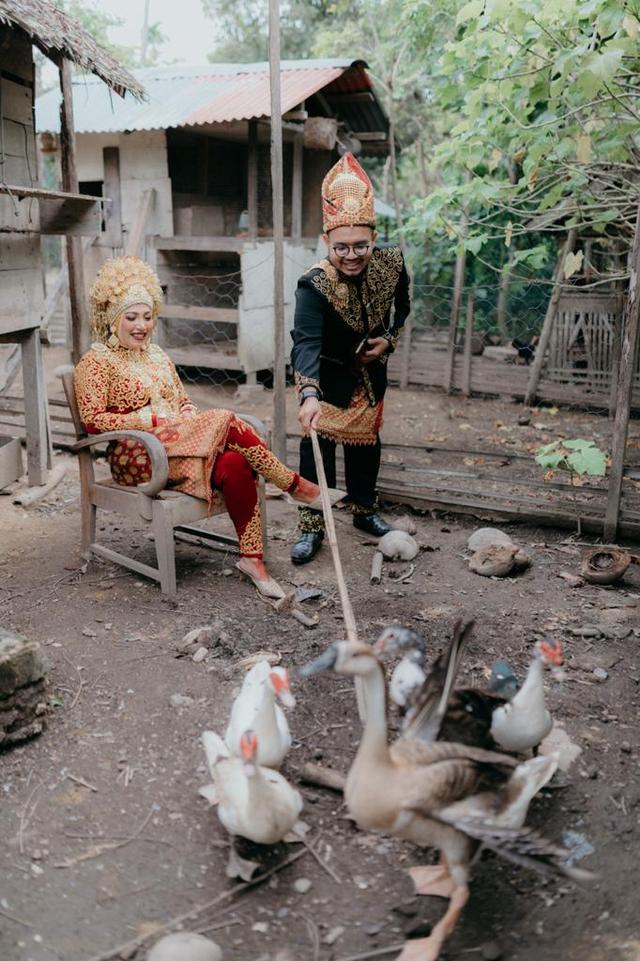 Viral: Bukan di Tempat Mewah, Pengantin Ini Pilih Foto Wedding di Kandang (616384)