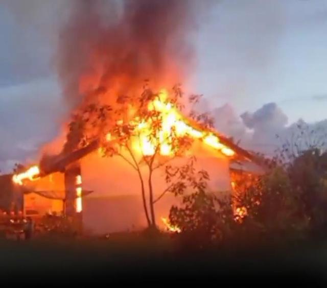 Ditinggal Tugas Luar Kota, Rumah Dinas PNS di Mempawah Terbakar (387729)