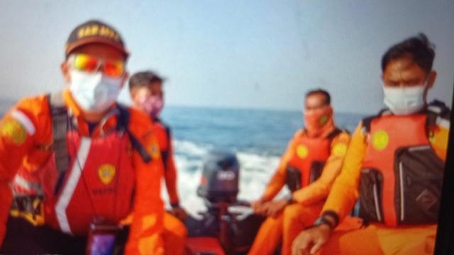 Jasad Santri yang Terseret Ombak di Pantai Karang Seke, Lebak, Ditemukan (348523)