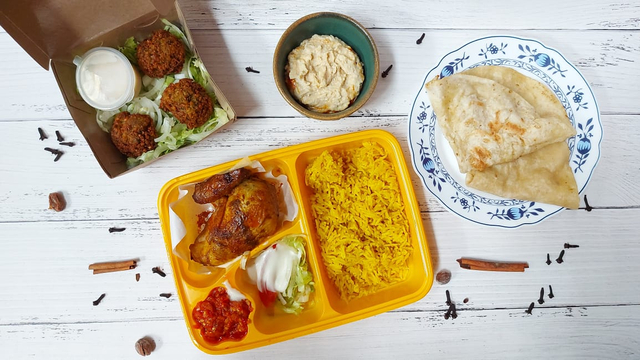 Gurih dan Lembutnya Ayam Panggang Khas Palestina di Emado's Shawarma (384456)