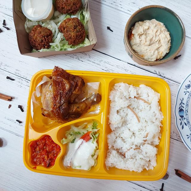 Gurih dan Lembutnya Ayam Panggang Khas Palestina di Emado's Shawarma (384457)