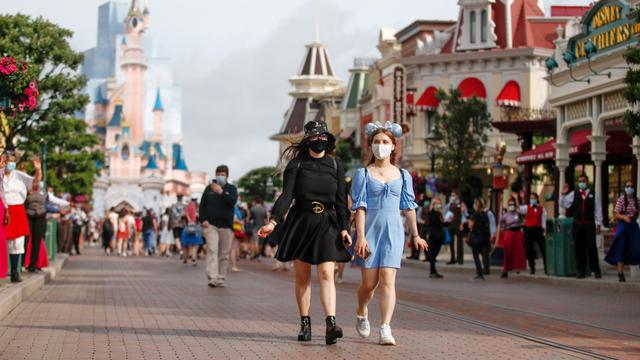 Disneyland Kembali Wajibkan Pengunjung Pakai Masker di Area Indoor (319259)