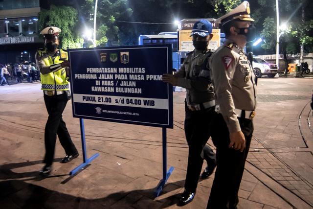 Foto: Pembatasan Mobilitas Warga pada Masa PPKM di Jakarta (50242)