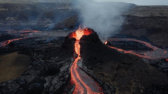 Mirip Tugas Sekolah, Lava Gunung Berapi Fagradalsfjall Memang seperti Bohongan (70865)