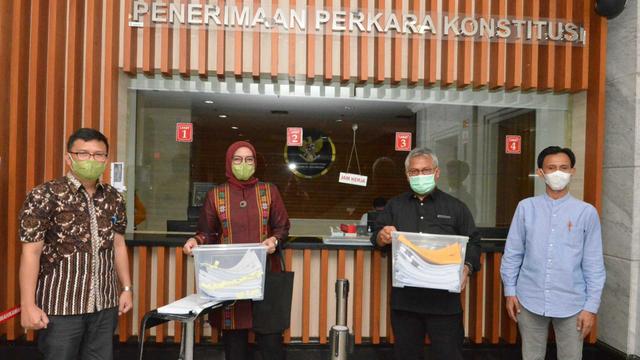 Komisioner KPU Arief dan Evi Gugat Putusan DKPP 'Final dan Mengikat' ke MK (97567)