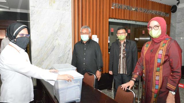 Komisioner KPU Arief dan Evi Gugat Putusan DKPP 'Final dan Mengikat' ke MK (97565)
