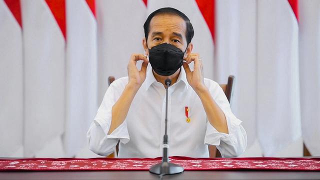 Jokowi Tinjau Vaksinasi 7.500 Orang di Lapangan Bhayangkara Mabes Polri (382572)