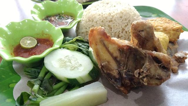Nasi Tempong Mak Ela: Nyobain Makanan Khas Banyuwangi di Lampung (4)
