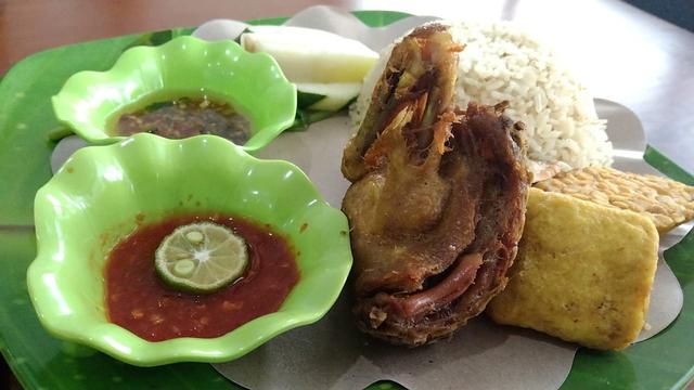 Nasi Tempong Mak Ela: Nyobain Makanan Khas Banyuwangi di Lampung (5)