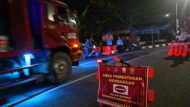 Foto: Pembatasan Mobilitas Kendaraan di Palembang (16595)