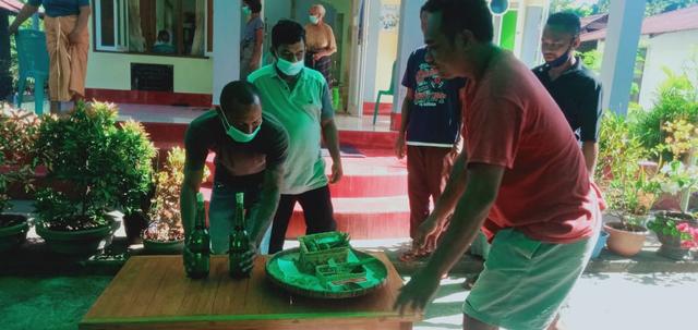 Melihat Ritual Belakun Jelang Prosesi San Juan Larantuka (450607)