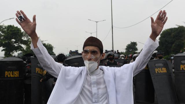 Fakta-fakta Sidang Vonis Habib Rizieq: Dihukum 4 Tahun Bui hingga Massa Bentrok (1189117)