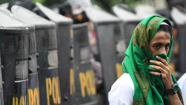 Fakta-fakta Sidang Vonis Habib Rizieq: Dihukum 4 Tahun Bui hingga Massa Bentrok (1189116)