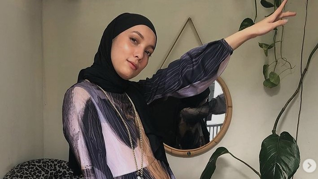 Makin Percaya Diri, Padu Padan Hijab Hitam Jenahara Nasution Layak Kamu Ikuti (50111)