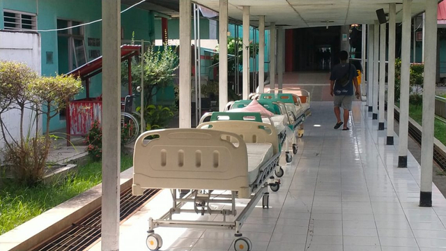 Video: Ruang Isolasi Pasien COVID-19 Penuh, RSUD Brebes Kekurangan Tenaga Medis (184944)