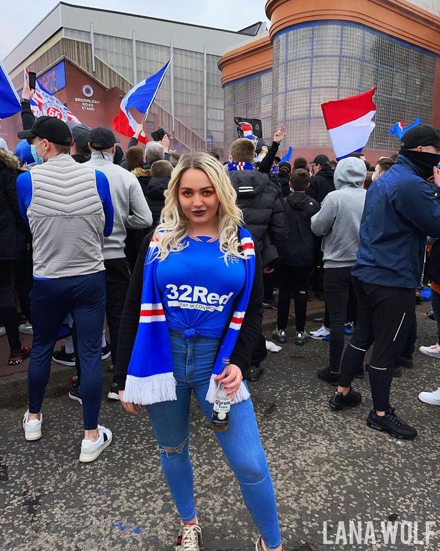 Aksi Bintang Porno Skotlandia: Pamer Dada hingga Janji Video Nakal di Euro 2020 (604269)