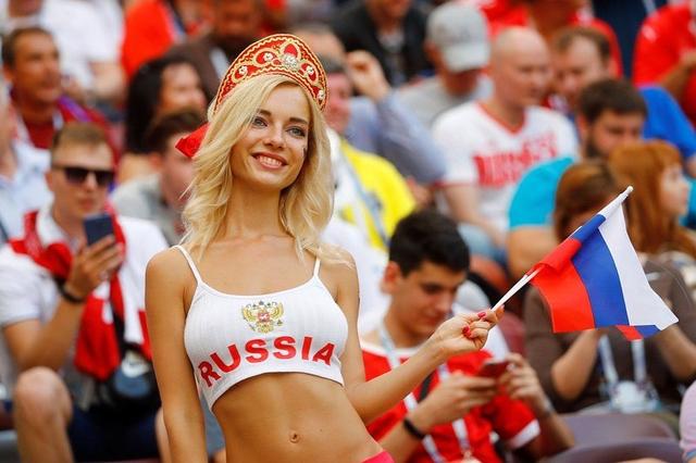 Kisah Fan Timnas Rusia, Difitnah Jadi Bintang Porno karena Terlalu Seksi (595527)