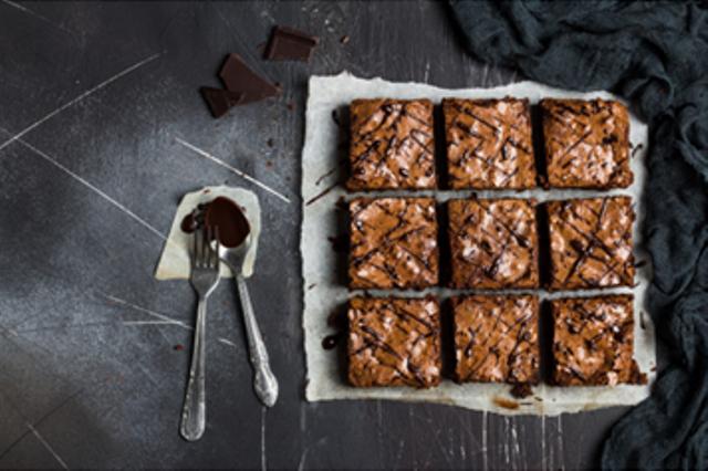 Resep Fudgy Brownies dengan Cokelat Lumer yang Lezat ala Rumahan (121818)