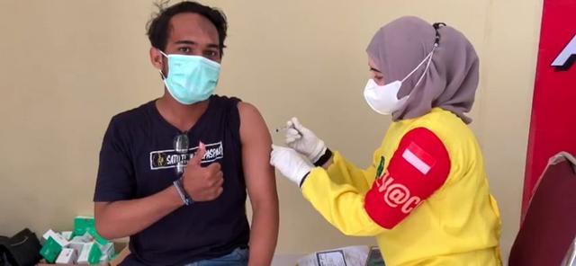 Gelar Vaksinasi Massal, Polda Sultra Target 13.375 Orang Terima Vaksin (242016)