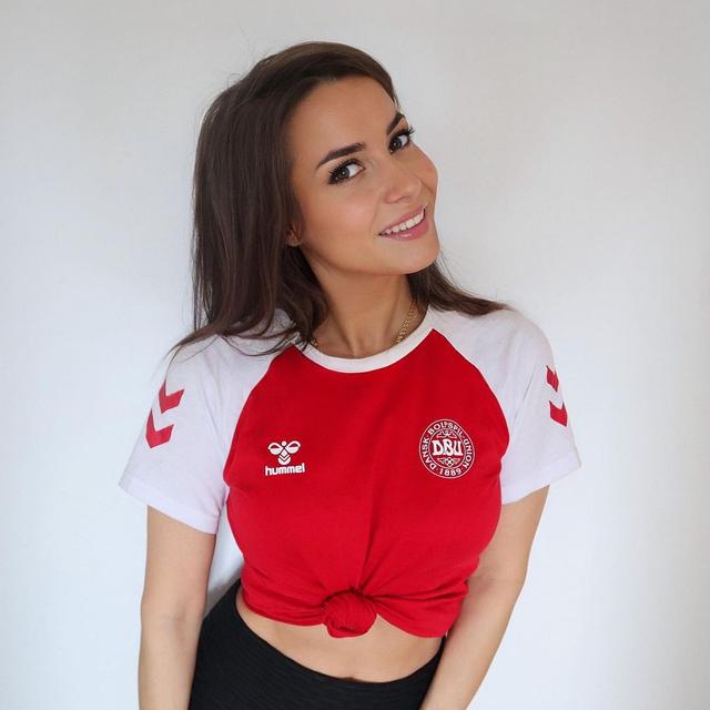 Denmark Tekuk Wales, Model Seksi Ini Jadi Foto Bugil? (1225979)